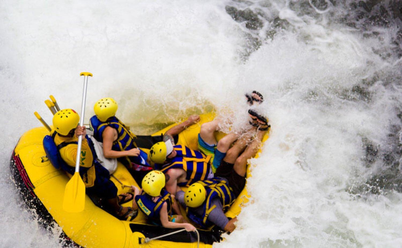 escalade du mont batur combiné avec du rafting sur la rivière telaga waja