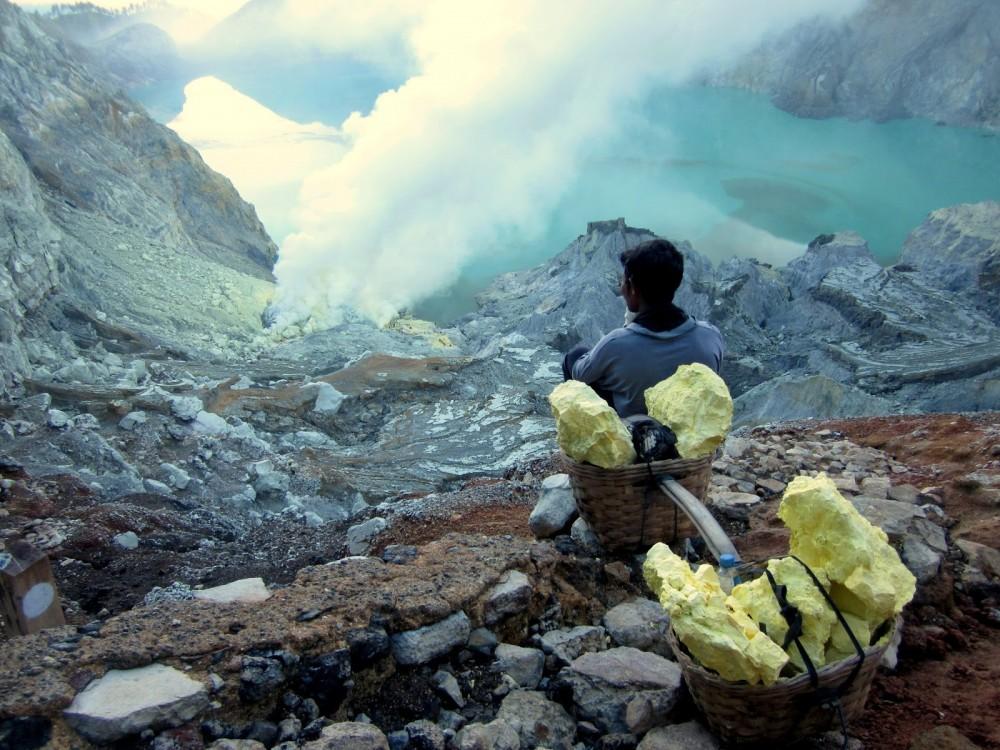 kawah ijen blue lava 111