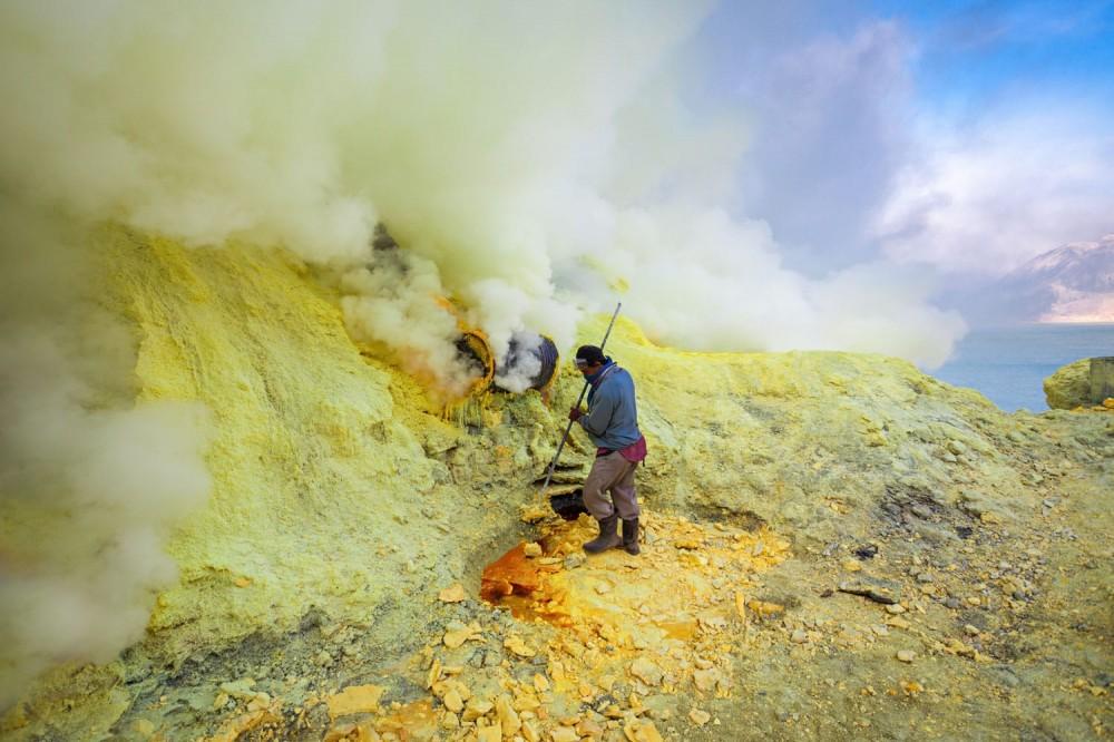 sulfur miners kawah ijen volcano indonesia shutterstock_439834156